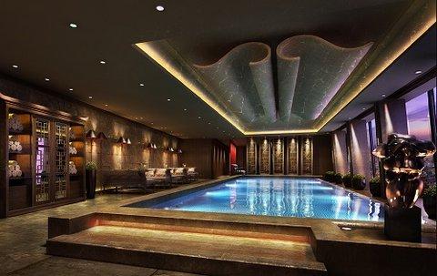 فندق شانغريلا في ذا شارد، لندن - Swimming Pool