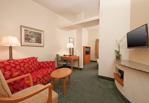 Fairfield Inn By Marriott Beaumont - Executive King Suite - Living Area