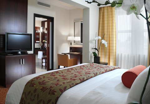 Cologne Marriott Hotel - Deluxe King Guest Room - Red Design