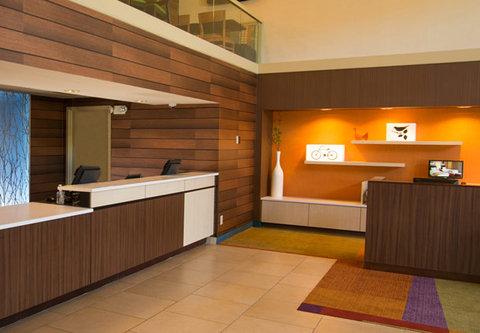 Fairfield Inn & Suites Cincinnati North/Sharonville - Front Desk