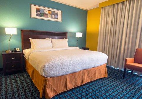 Fairfield Inn & Suites Cincinnati North/Sharonville - King Guest Room