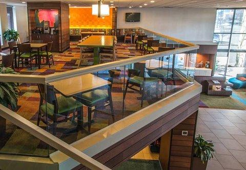 Fairfield Inn & Suites Cincinnati North/Sharonville - Breakfast Dining Area