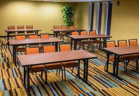 Fairfield Inn & Suites Cincinnati North/Sharonville - Chester Meeting Room   Classroom Setup