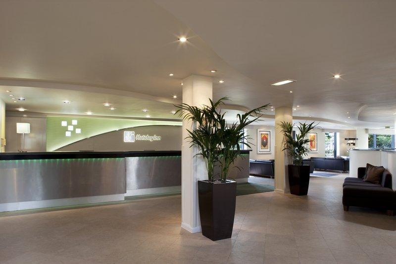 Holiday Inn London-Heathrow ロビー