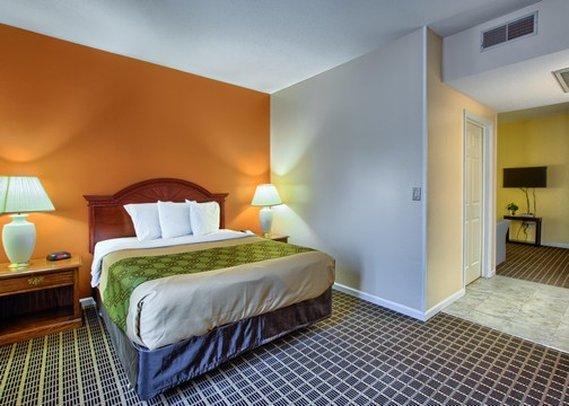 Econo Lodge & Suites - Grand Rapids, MI