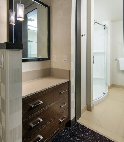 Residence Inn Los Angeles L.A. LIVE - Suite Bathroom