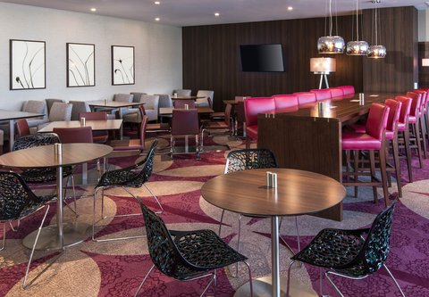 Residence Inn Los Angeles L.A. LIVE - Club Lounge Seating Area