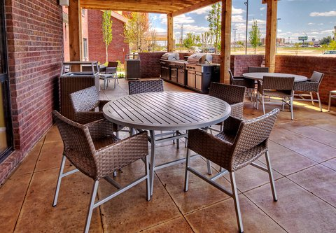 TownePlace Suites Oklahoma City Airport - Outdoor Patio   BBQ Area
