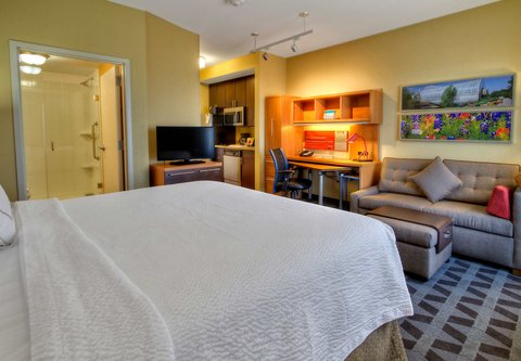 TownePlace Suites Oklahoma City Airport - King Studio Suite