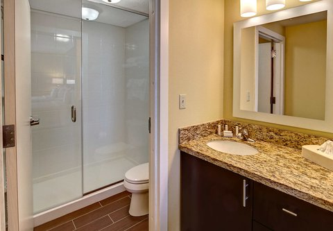 TownePlace Suites Oklahoma City Airport - Suite Bathroom