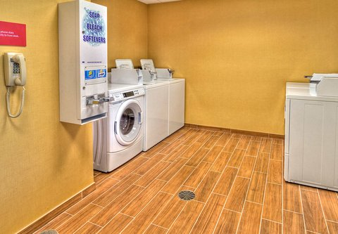 TownePlace Suites Oklahoma City Airport - Guest Laundry