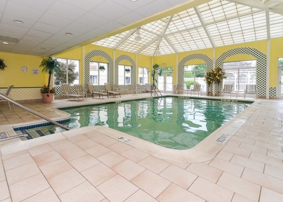 Comfort Inn & Suites Hawthorne プール