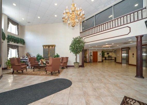 Comfort Inn & Suites Hawthorne ロビー