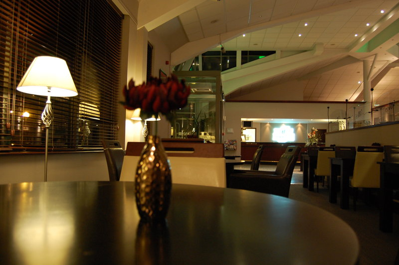 Holiday Inn Aberdeen Lobby