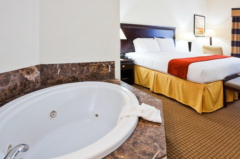 Holiday Inn Express Hotel & Suites Bartow - Holiday Inn Express Bartow Whirlpool Suite
