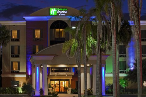 Holiday Inn Express Hotel & Suites Bartow - Hotel Exterior