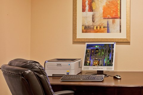Holiday Inn Express Hotel & Suites Bartow - Business Center
