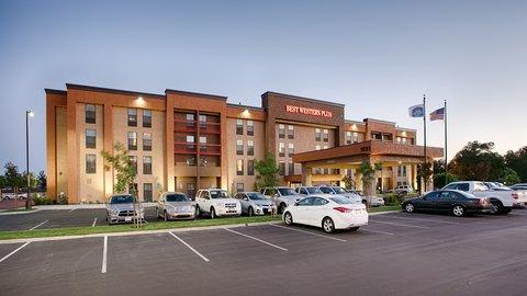 BEST WESTERN PLUS Fresno Airport Hotel - BESTWESTERNPLUSFresno Airport Inn Fresno  CA