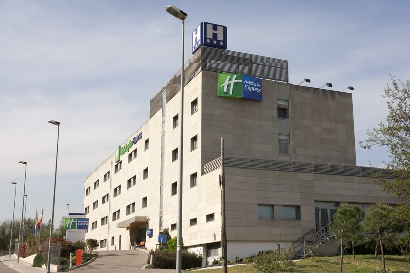 Holiday Inn Express Montmelo Set udefra
