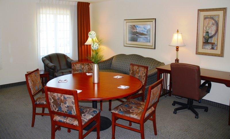Staybridge Suites SAVANNAH AIRPORT - Fort Stewart, GA