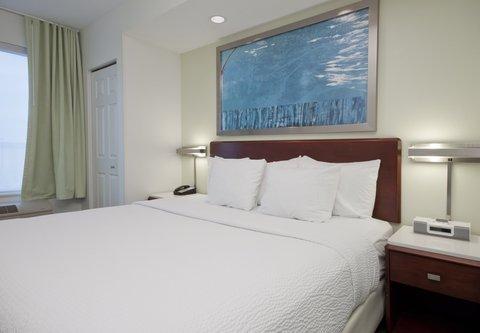 SpringHill Suites Grand Rapids North - Suite Sleeping Area