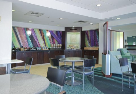 SpringHill Suites Grand Rapids North - Breakfast Buffet   Dining Area