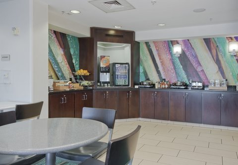SpringHill Suites Grand Rapids North - Breakfast Buffet