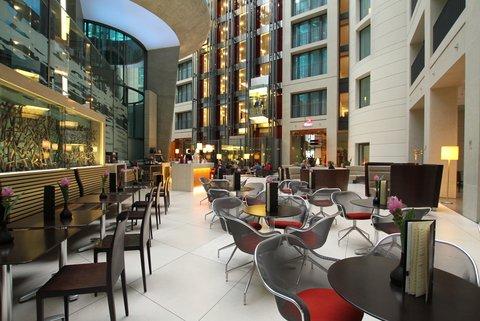 Radisson Blu Hotel, Berlin - Atrium Bar in Lobby