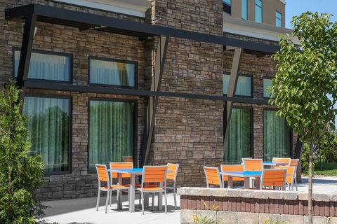 Holiday Inn Express MOLINE - QUAD CITIES - Our patio is perfect for breakfast or just to relax
