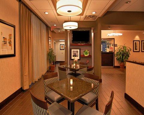 Hampton Inn Gainesville FL - Breakfast Dining Area