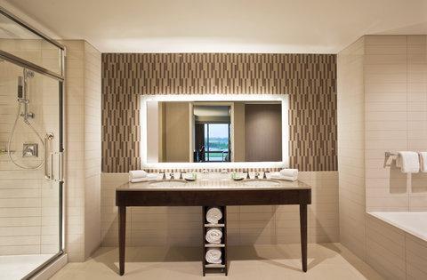 The Westin Wilmington - Suite Bathroom