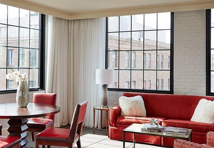 Renaissance Arts Hotel Zimmeransicht