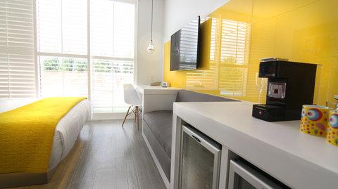 Vintro South Beach - Two Bedroom Suite Desk