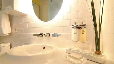 Vintro South Beach - Two Bedroom Suite Bathroom