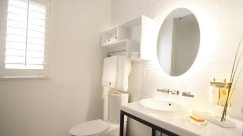Vintro South Beach - Deluxe King Bathroom