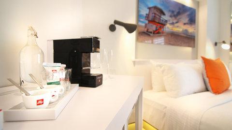 Vintro South Beach - Coffee And Minibar Amenities