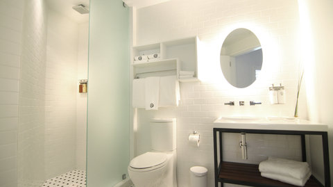 Vintro South Beach - Deluxe Canal View Bathroom
