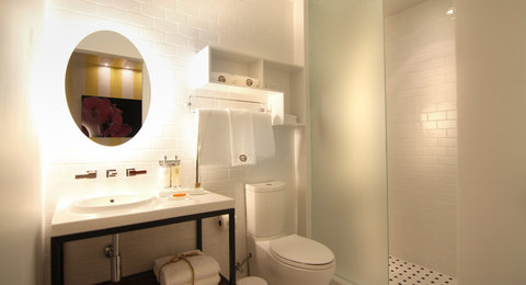 Vintro South Beach - Standard King Bathroom