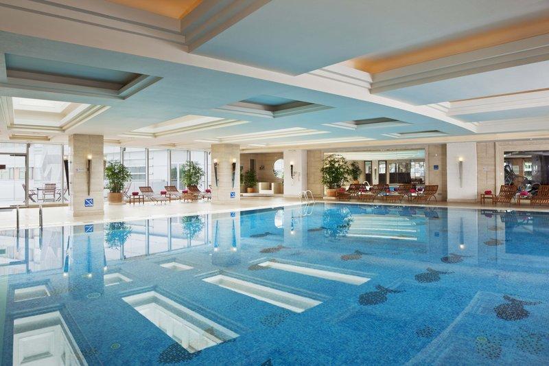 Crowne Plaza Hotel Fudan Shanghai Vista da piscina