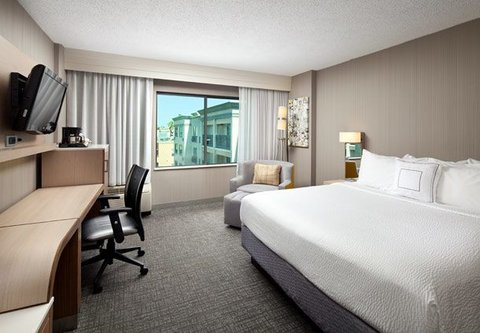 Courtyard by Marriott Old Pasadena - King Whirlpool Guest Room
