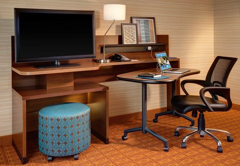 Fairfield Inn & Suites Calhoun - Suite Work Desk