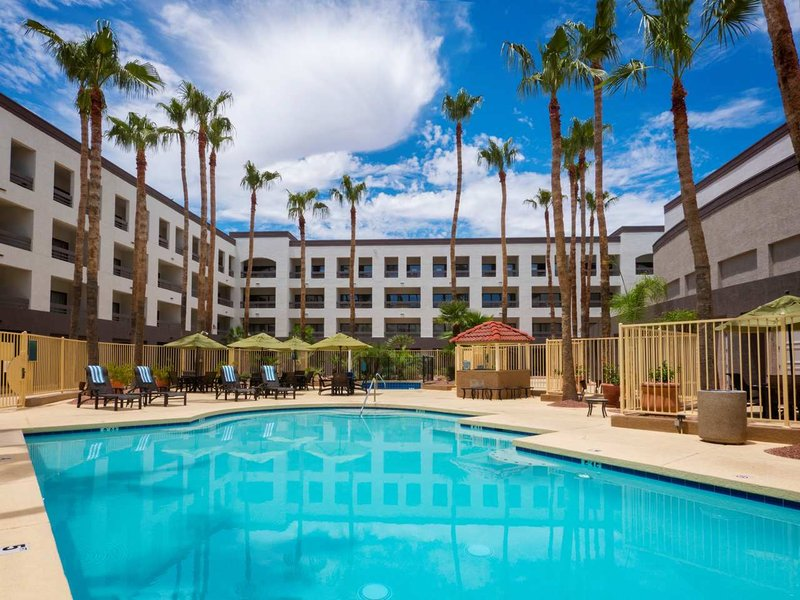Hilton Phoenix Airport Zwembadaanzicht
