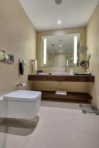 Sahara Star Hotel - Earth Lagoon Room Bathroom at Hotel Sahara Star