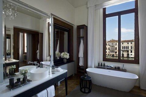 Aman Canal Grande Venice - Maddalena Stanza Bathroom