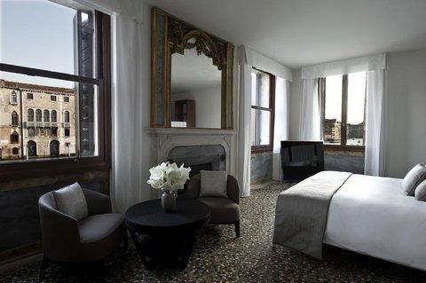 Aman Canal Grande Venice - Suite Bedroom