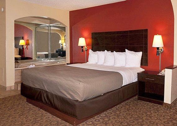 Rodeway Inn & Suites - Clarksville, TN