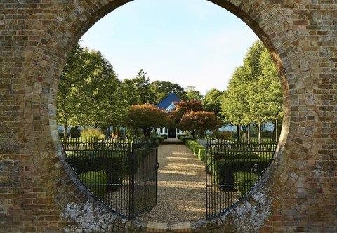 Hanbury Manor Marriott Hotel & Country Club - Garden Court   Entrance