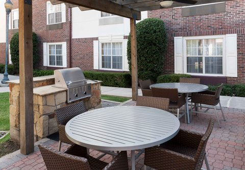 TownePlace Suites Dallas Las Colinas - Outdoor Patio
