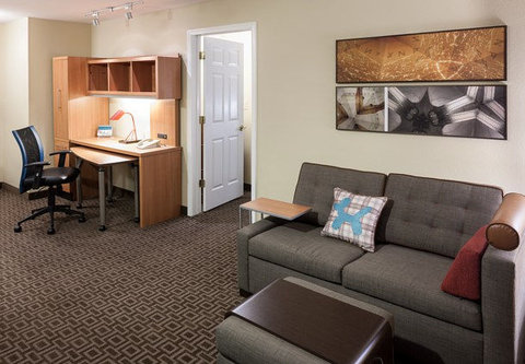 TownePlace Suites Dallas Las Colinas - One-Bedroom Suite - Living Area