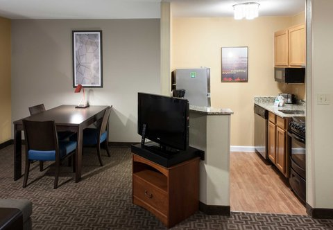 TownePlace Suites Dallas Las Colinas - One-Bedroom Suite - Kitchen